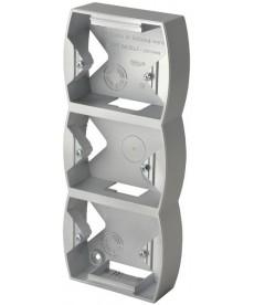 Puszka instalacyjna do serii GAZELA potrójna pionowa Ref_PNP-3JV/18