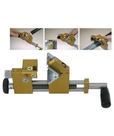 Przyrzad do zdejmowania plaszcza z kabli sredniego napiecia 10-50 mm